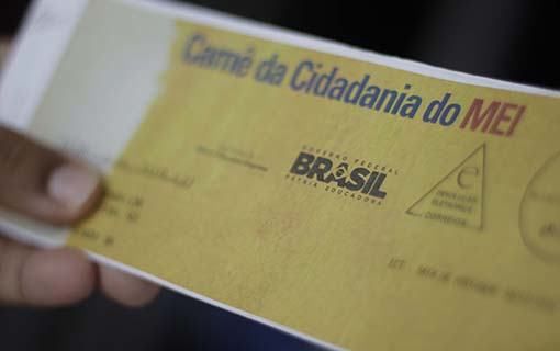 Receita Federal notifica contribuintes do Simples Nacional com débitos